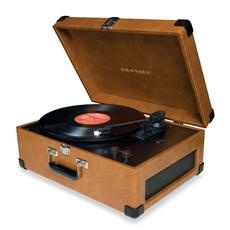 With the Crosley Keepsake USB Turntable, Dad can now take old vinyls and convert them to CD in minutes. #gifts #FathersDay