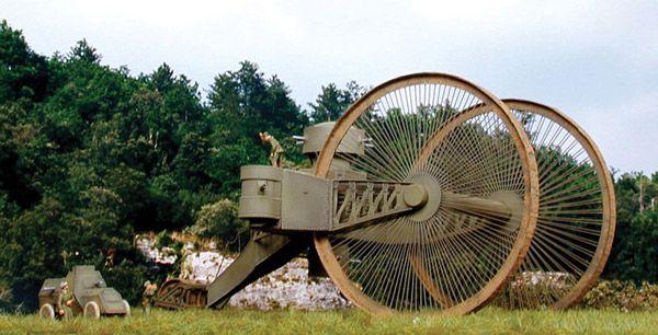 În 1915Nicolai Lebedenko a construitTancul Țarului, cel mai mare si mai greu vehicul blindat realizat vreodată. Tancul Lebedenko nu avea şenile ca cele din ziua de azi, ci doar 2 roţi mari în faţă de 9 metri diametru,acţionate fiecare de câte un motor de avion Sunbeam de 250 cai ...