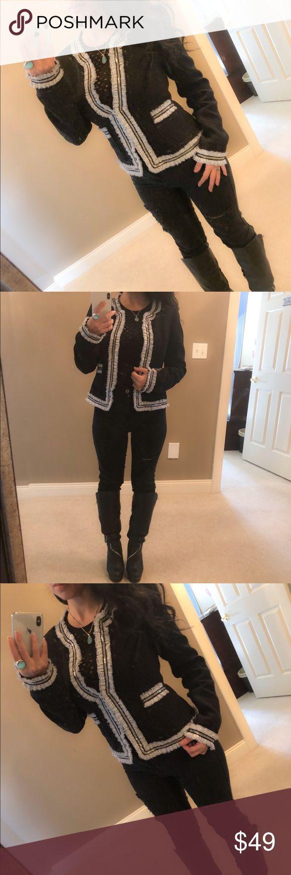 WHBM blazer top silver whites black jacket chain 1 hour flash sale only $25 ♥️♥️♥️♥️♥️Gorgeous blazer by White House Black Market Very gently worn Size 2  🌸🌸🌸🌸🌸🌸🌸🌸🌸 Bundle and save White House Black Market Jackets & Coats Blazers