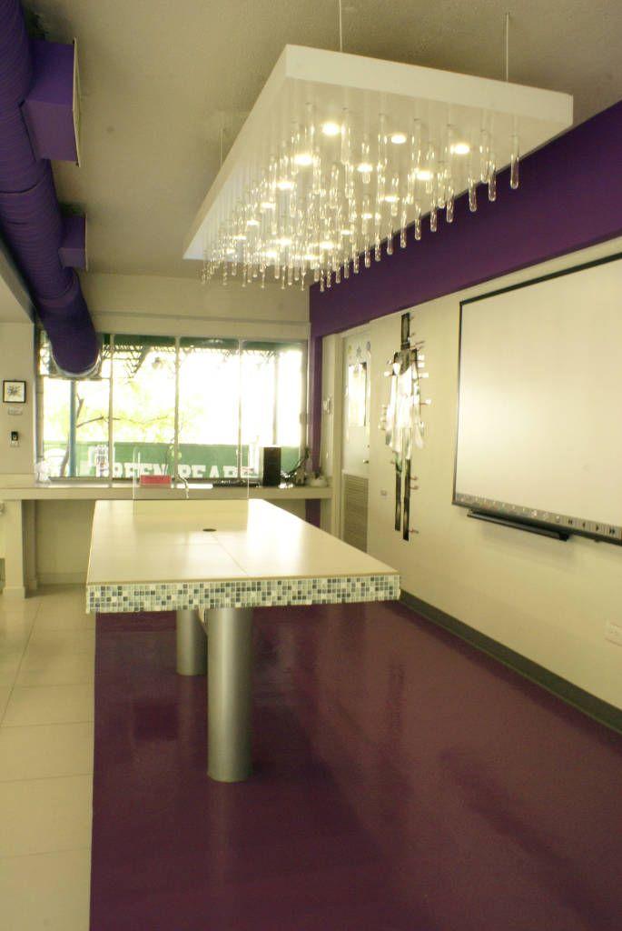 Busca imágenes de Estudios y oficinas de estilo moderno en blanco: Laboratorio. Encuentra las mejores fotos para inspirarte y crea tu hogar perfecto.