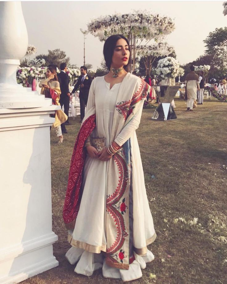 #indian #traditional #pakistani #punjabi #fashion #ethnic #embroidery #dabka #zari #zardosi #zardozi #embroidered #suit #salwar #kameez #salwarkameez #ghagra #lehnga #lehenga #sari #saree #choli #womensfashion #clothing #clothes #attire #indianfashion #indianclothing #indianattire #indianoutfits #desi #desifashion #desiclothes #desidesigns #couture #ckikankari #lucknawi #lucknowi #mukaish #dupatta #chunni #tunic #kurti #white #red