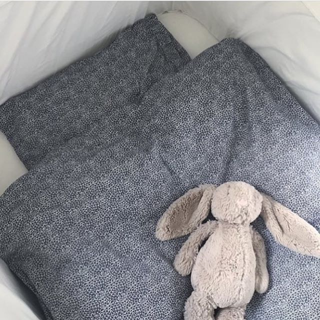 Hos @ingridshjem.no finner du flere lekre sengetøy, som feks dette fra Konges Sløjd👌🏼✨ Finnes i flere farger og størrelser fra liten til stor👶🏼👦🏼👩🏼 Jellycat bamsen finner du også der 🐰 Utvalget finner du hos 👉🏼www.ingridshjem.no👈🏼 📷: @lillespire #home #homedecor #instafollow #tagforlikes #F4F