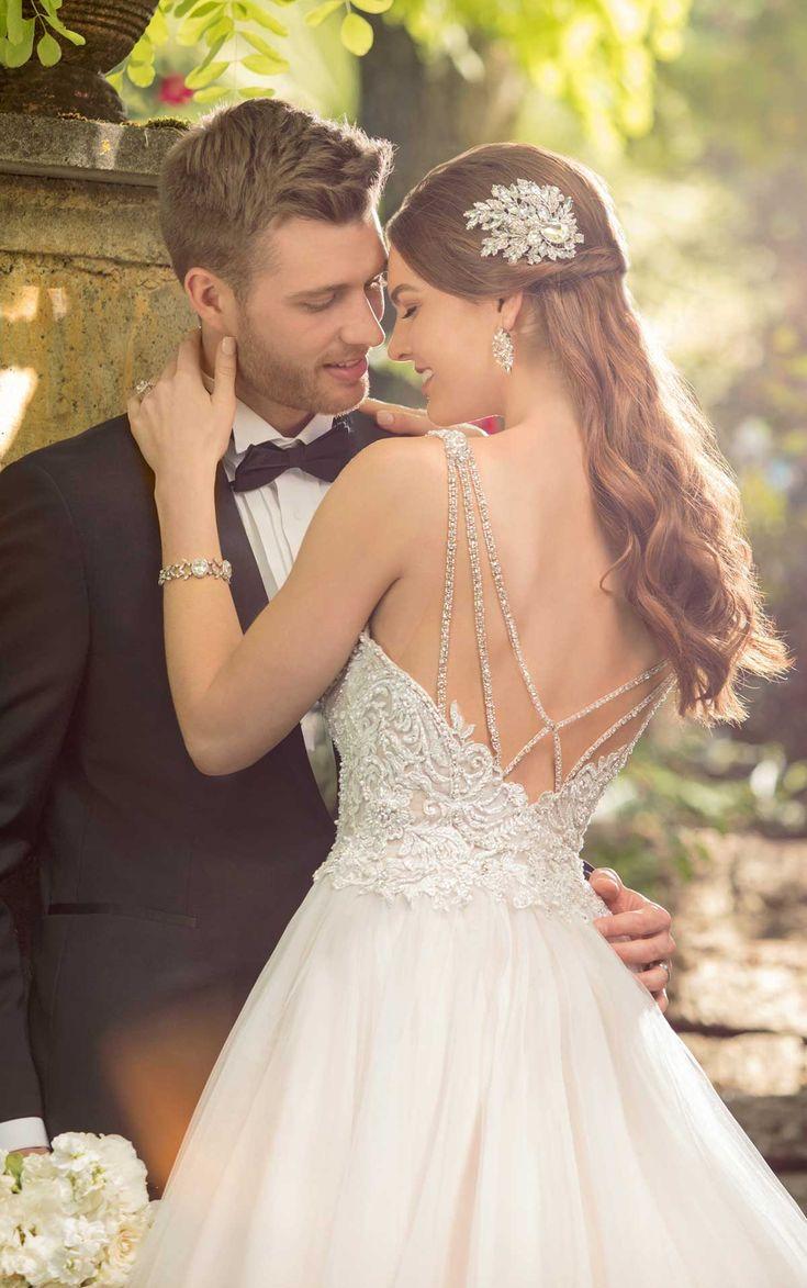 Perlen Spitzen Ballkleid Brautkleid mit schönen Perlen zurück Detail erhältlich bei …   – Essense of Australia    The Bridal Boutique by MaeMe
