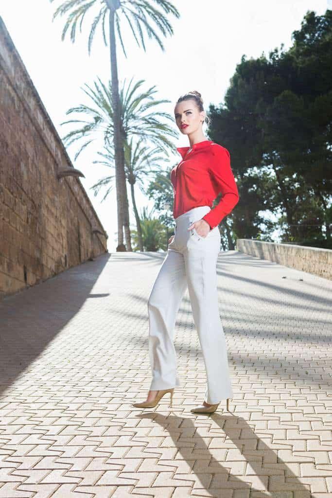 Pantaloni palazzo gri deschis Freedom: Sunt largi si lejeri, perfecti pentru zile calduroase. Croiala iti subliniaza formele si iti alungesc silueta.