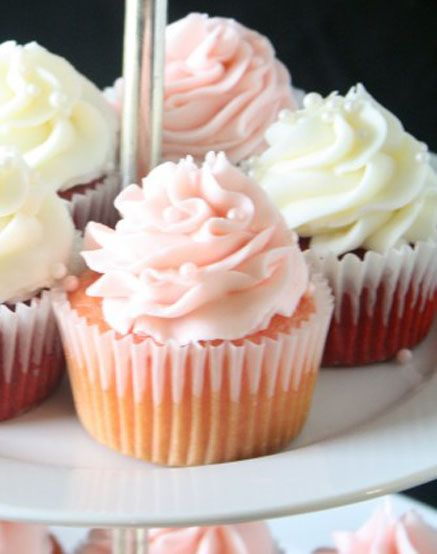 Red-Velvet-and-Strawberry-Cupcakes-on-Stand-590x764.jpg 437×554 pixels