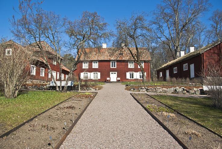 Linnaeus Hammarby, near Uppsala, Sweden. Linnaeus bought the estate in 1758. It now belongs to Uppsala University. Photo by Ann Louise Hagevi, 2009, from Wikimedia Commons. http://en.wikipedia.org/wiki/Linnaeus_Hammarby