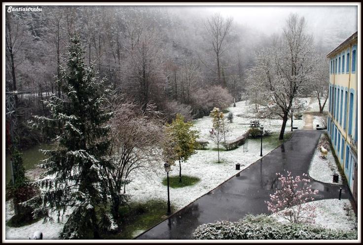 Este invierno 2012/2013 que ha llovido un montón, pero...también ha nevado. Fotografía de @santiastrabu