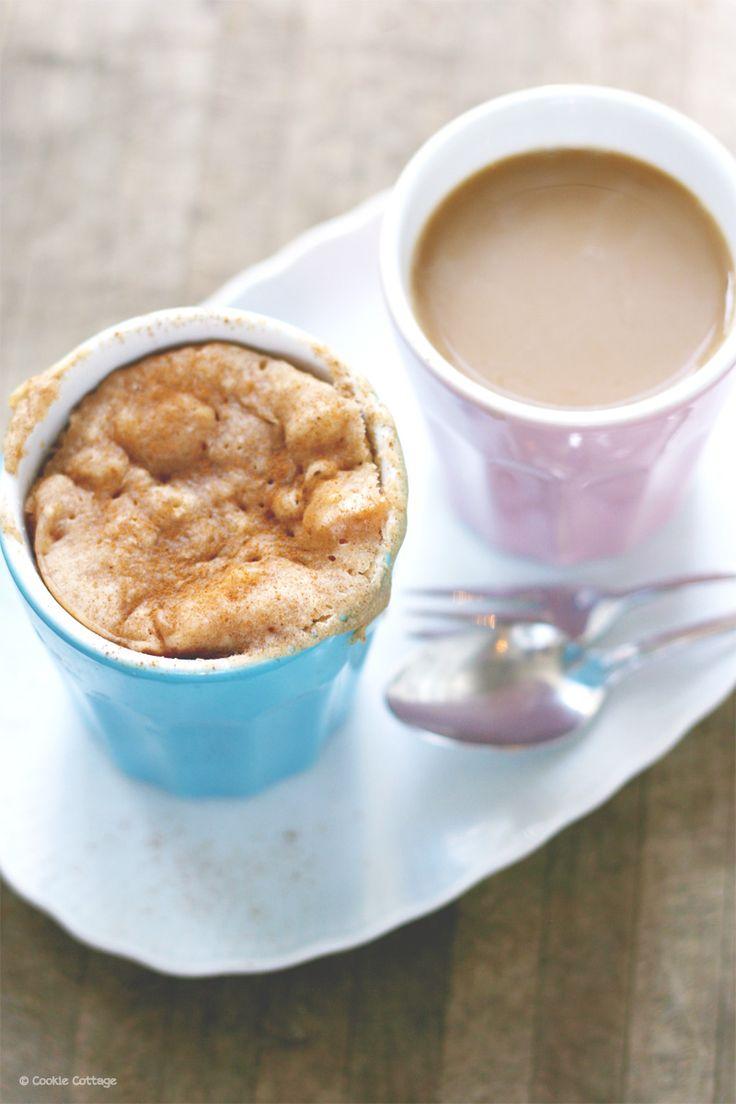 Snel recept (5 min.) voor een appel mugcake uit de magnetron. Deze cakejes bedacht ik speciaal voor de nationale bak een appeltaartdag op 5 oktober.