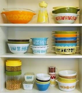 vintage pyrex: Decor, Idea, Vintage Dishes, Pretty Pyrex, Style, Color, Vintage Pyrex, Pyrex Bowls, Kitchen