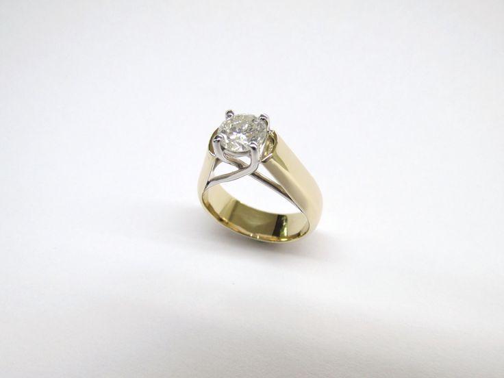 """¿Quieres entregar un hermoso anillo de compromiso? en Durán Joyeros, Bogotá. fabricamos el diseño  que deses hecho  a mano para sorprender al amor de tu vida para recibir el esperado """"Si acepto"""" R848 #duranjoyerosbogota #joyasbogota #hermosasjoyas #renovamostujoyero #hechoamano #fabricaciondejoyas #oro #anillos #aretes #argollas #anillosdecompromiso #dijes #compracolombiano #colombia #gold #handmade #jewelry #anillosdecompromiso #novias #matrimonio #esposos  #boda #novio #wedding #husbands…"""