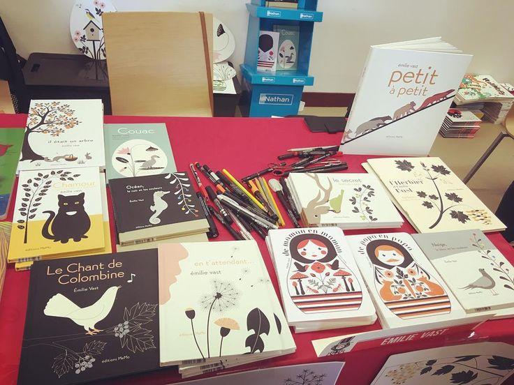 En dédicace jusque 19h au festival du livre jeunesse de Gien... #gien #emilievast
