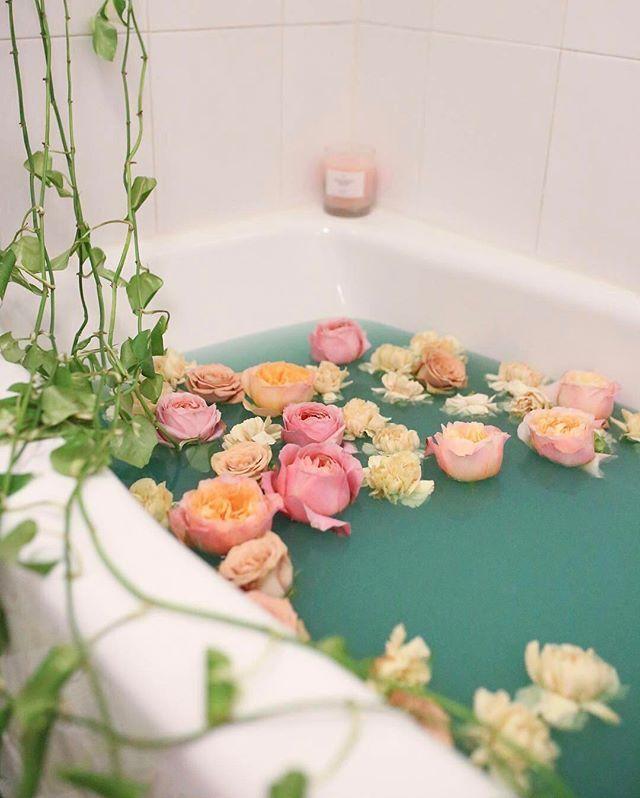 Букет роз в ванной
