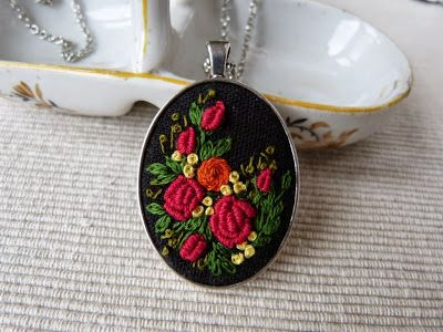 medalion z haftem rococo
