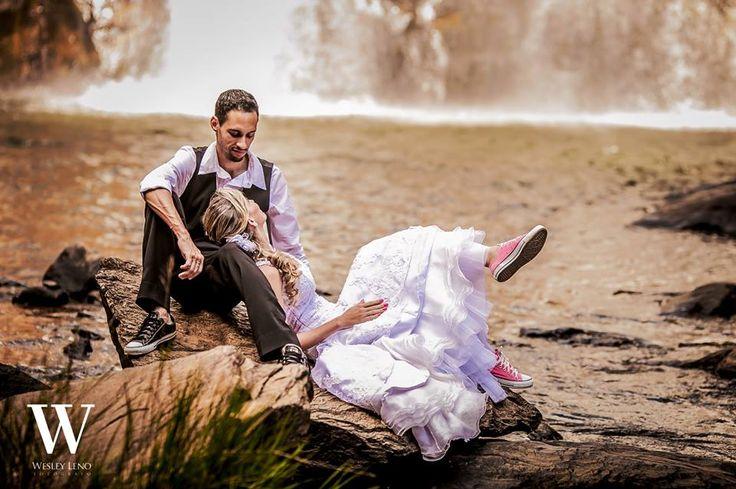 Lívia e Fabio - Casamento na Cachoeira  - Reparem nos noivos de All Star!!