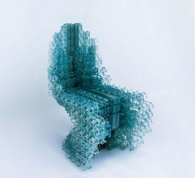 Cette pièce unique baptisée Voxel Chair 1.0 est une chaise entièrement réalisée en impression 3D, Manuel Jimenez Garcia et Gilles Retsin en sont les auteurs.  La structure en maille est en plastique PLA extrudé, les concepteurs de cette chaise ont une approche du design et de l'architecture novatrice en utilisant le calcul comme principe élémentaire de recherche de structures. Cette chaise est actuellement exposée au Centre Pompidou à Paris.