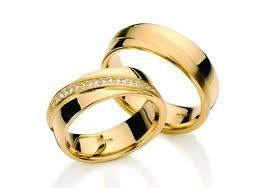 alianças de ouro com brilhantes...