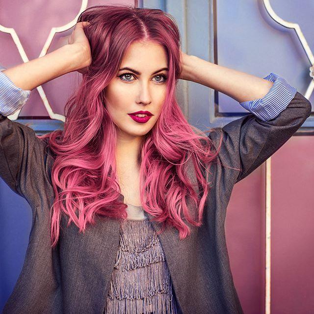 Mit intensiven #Haarfarben in den #Spätsommer starten und sich selbst neu erfinden! Der Trend des Jahres: Ein gleichmäßiger Farbverlauf in knalligen Farben! Trau dich was und vernachläsige dabei die #Haarpflege nicht für ein langanhaltendes Ergebnis und eine gesunde Mähne! #ready2style #Haarstyling #Haarpflege #olaplex #colorcare #intensivpflege #Frisur #Haare2016 #Haartrends #langehaare #Balayage #happy