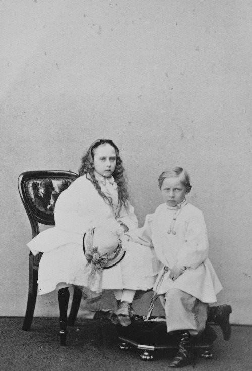 Beatrice with nephew Wilhelm ( future Kaiser )