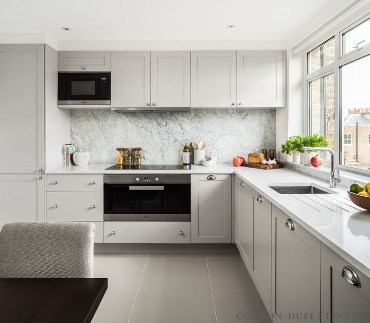 Bespoke shaker-style kitchen with extra wide oven and full-height Carrara marble splashback. #GD&LBespokeFurniture