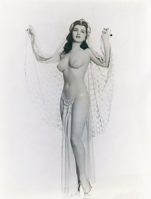 Nude vintage burlesque dancer