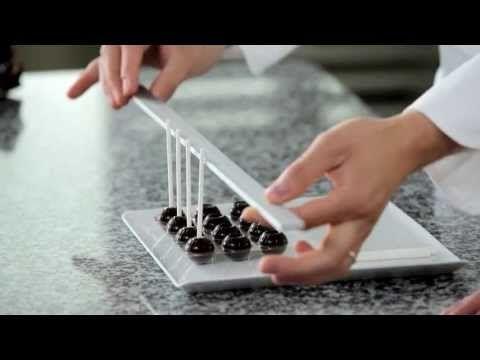 Décors et réalisation de sucettes en chocolat par P.BERTRAND MOF et M.DIEZ