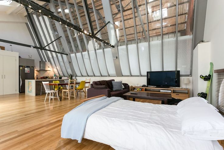 Loft in North Melbourne, Australia. Peaceful area, lots of public transport, 20 min walk to the CBD or a quick tram, and some of Melbourne's best cafes within 2 minutes. Light, clean and super spacious.  4 living spaces: lounge, dining, kitchen bar & sitting area. Comfy king bed and...
