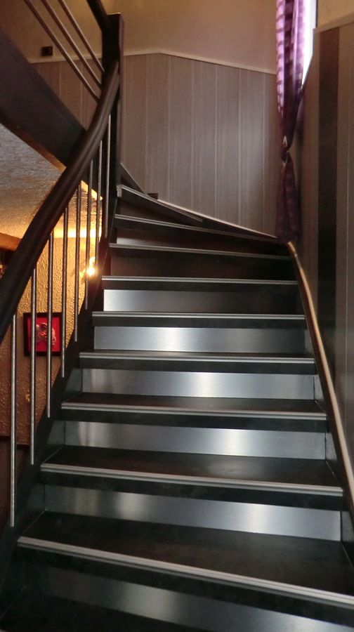 les 25 meilleures id es de la cat gorie habillage escalier sur pinterest escaliers metal. Black Bedroom Furniture Sets. Home Design Ideas