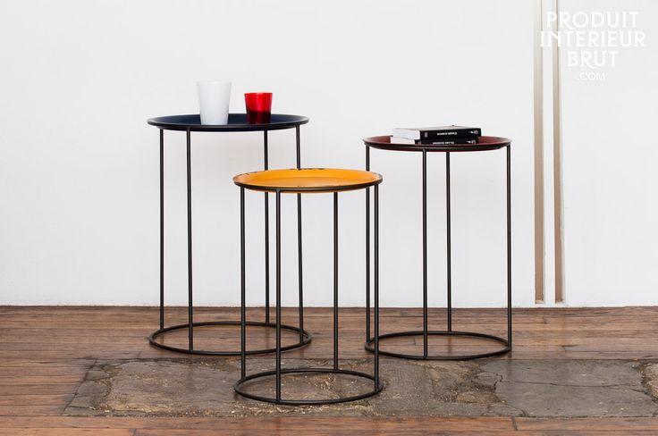 Dreiteiliges Tischeset, mit Tischplatten in wunderschön leuchtenden Farben.