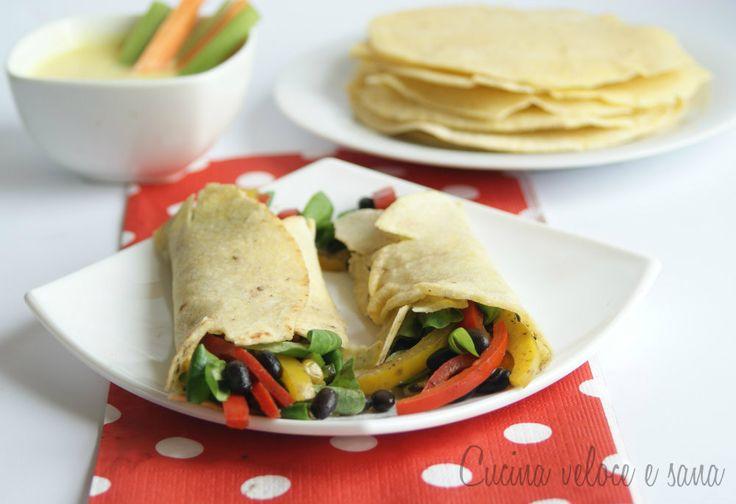I burritos alle verdure e fagioli neri sono un piatto completo e saporito,adatti a chi segue la dieta vegana,preparati senza ingredienti di origine animale.