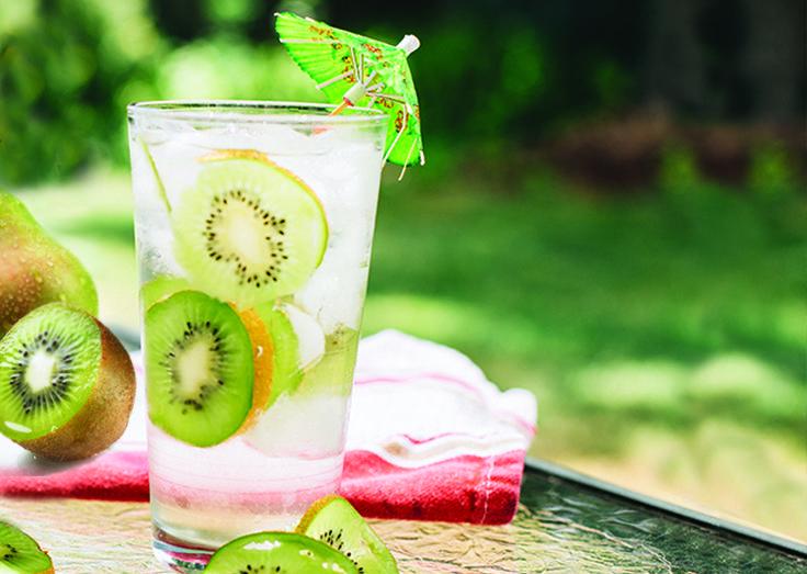 Make a Kiwi Pear Refresher at home! Simple #SodaStream Recipe | Explore Create Savour #recipe #kiwi #refreshing #summer