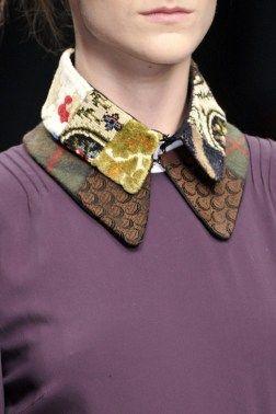 onderste: platliggende kraag  bovenste: hemdsblouse kraag