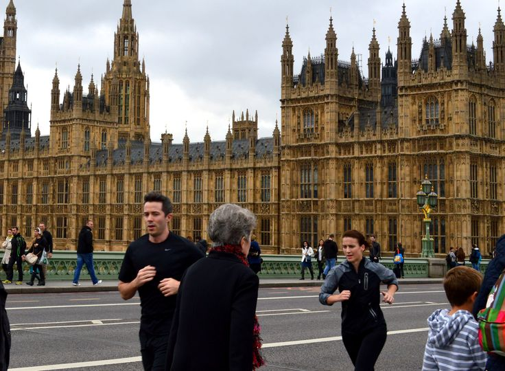runners on westminster bridge
