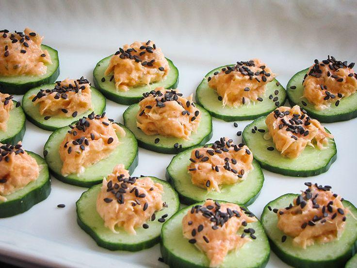 Aperitivo de pepino e patê de salmão http://cozinhatravessa.com.br/post/receita-de-aperitivo-de-pepino-e-pate-de-salmao/