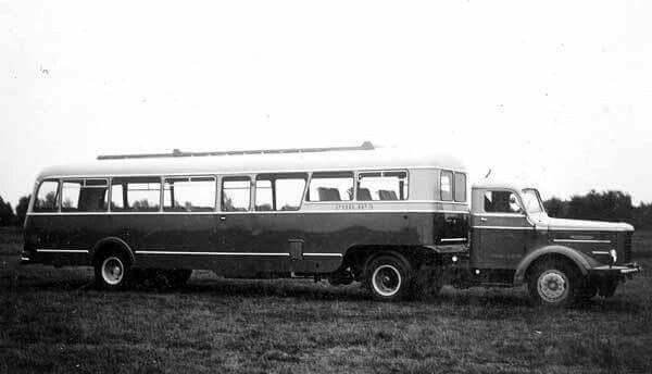Kromhout.met DAF bustrailer Philips 1950 jaar chauffeur Piet Janssen uit Someren NB