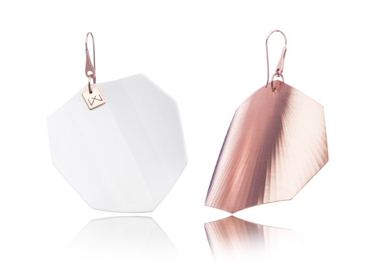 WHITE-OCTAGON-ROSEGOLD  Materials used:  Hanger: 925 STERLING silver with 14 carat rose gold flashing.   Front part:  colored, high gloss homogenous surface, UV-resistant.   Back part:  satin effect metal surface, 14 carat rose gold flashing in 3 layers.   Gloss preserving, wear-proof, oxidation resistant and anti-allergenic.  Available in three sizes: with a diameter of 4, 5 and 6 cms.