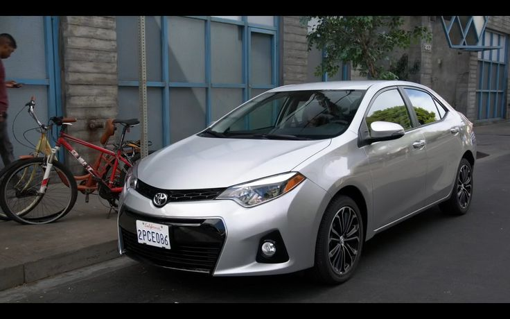Toyota Corolla - New Girl TV Show Scene