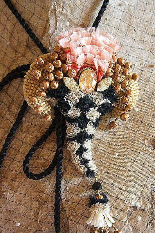 Купить Брошь B15022 - комбинированный, брошь, подвеска, ручная вышивка, авторские украшения, irenagasha, Сваровски