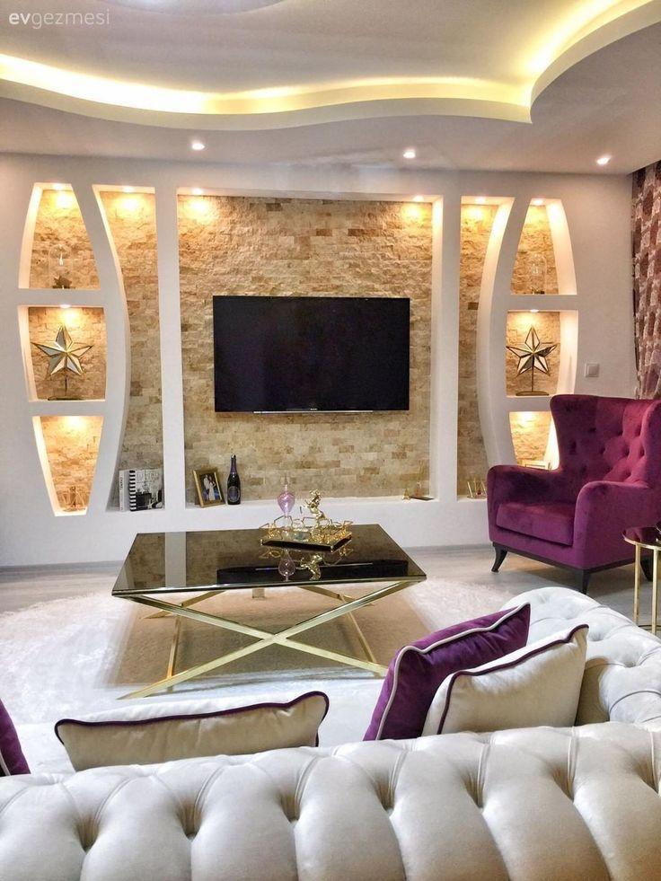 Salon, Chesterfield, Crème, Violet, Niche, Mur de pierre, Berjer, Plafond suspendu, Table basse centrale