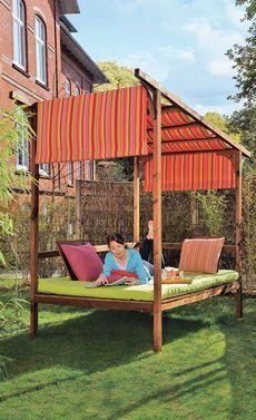 Schlafen unterm Sternenhimmel oder relaxen bei Sonnenschein: Das Himmelbett kostet gerade mal 230 Euro an Material. Wir zeigen, wie man das Bett für den Garten selbst baut.