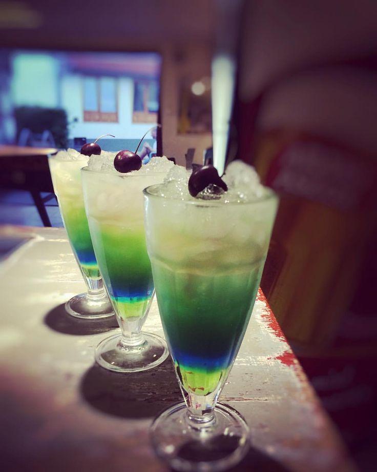 """20 kedvelés, 1 hozzászólás – Garázs Kávézó - café & bar (@garazskavezo) Instagram-hozzászólása: """"#rainbow #rainbowinmydrink #rainbowcocktail #cocktail #cocktails #drink #drinks #bar #bartender…"""""""