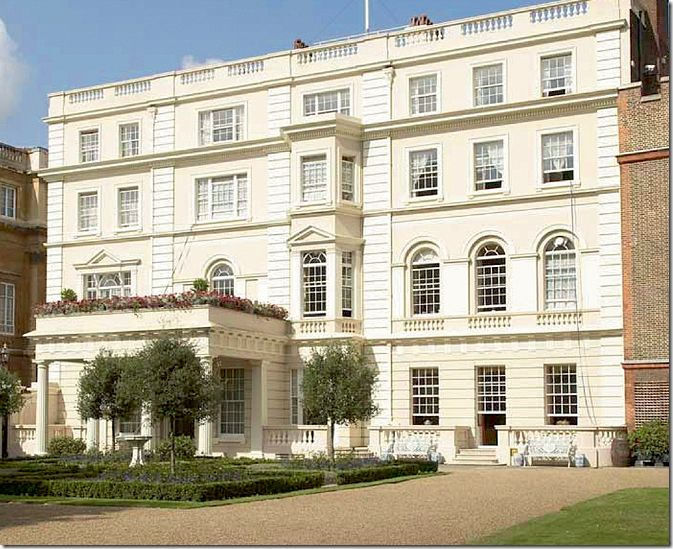 Clarence House Is Located Right Next To Buckingham Palace