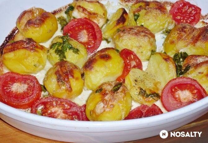 Sajtos krumpli vajas-tejfölös mártásban csőben sütve