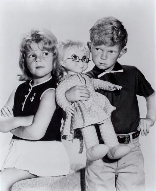 "Buffy, Jody & Mrs. Beasley from american TV series ""Family Affair"" (""Tre nipoti e un maggiordomo"") #childhood #memories #nostalgy #RetroToy #1970s #seventies - Carefully selected by Gorgonia www.gorgonia.it"