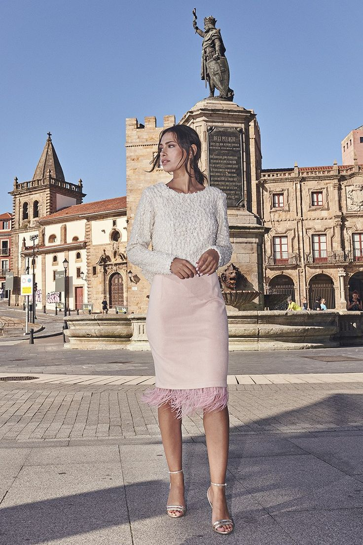 Falda rosa antelina con pluma Xena