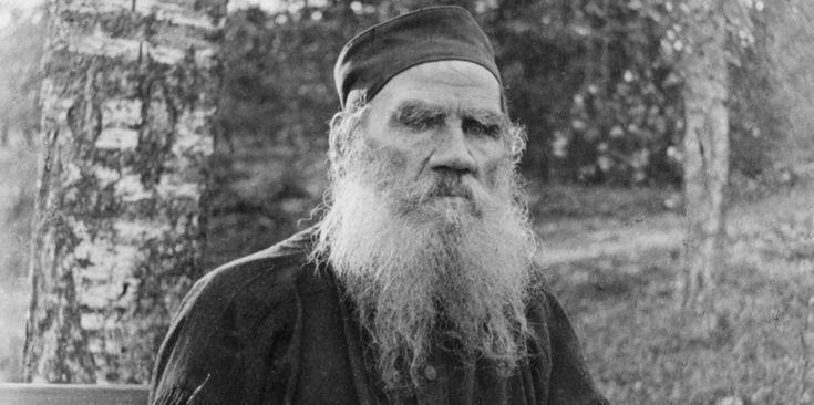Léon Tolstoï (9 septembre 1828 – 20 novembre 1910), l'auteur de deux des plus grands chefs-d'œuvre de la littérature mondiale (Guerre et Paix et Anna Karénine), a révolutionné l'enseignement, fondé une communauté utopique et a su s'imposer comme un des sages de son temps. Il entretint durant 48 ans une vie commune tumultueuse avec sa femme Sophie, ponctuée par la naissance de treize enfants.