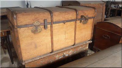 utazóládák, antik bútorok