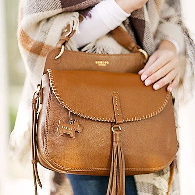 Our Baylis Road Large Flapover Grab Bag is the perfect addition to @lonestarsouthern's autumnal outfit