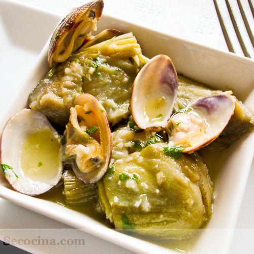 Alcachofas con almejas  receta  Clams with artichokes, amazing recipe from Navarra, Spain.  Try it!! is incredible...