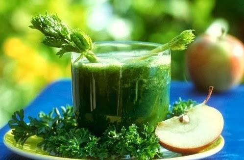 Сок петрушки — один из сильнейших соков по воздействию на организм.Этот сок — просто кладезь витаминов, минеральных веществ, микроэлементов. Он содержит витамины С, В, К, РР, ретинол, каротин, никотин...