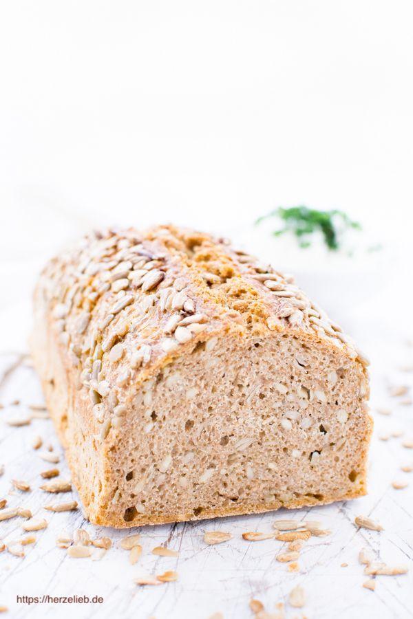 Wenig Hefe und über Nacht - Dieses Dinkel-Vollkorn-Brot ist ganz  einfach zuzubereiten. Nur 2 Gramm Hefe reichen! Rezept. #brot #rezept #einfach #deutsch #herzelieb